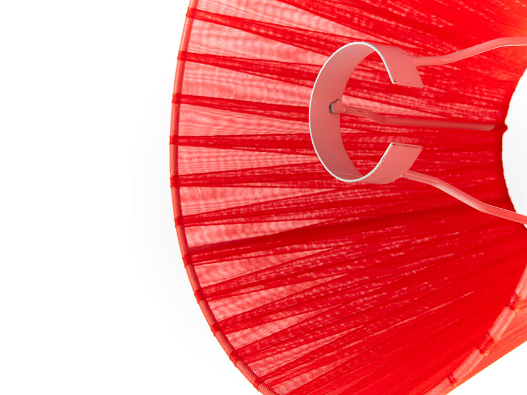 Pantalla 10x20 organza roja detalle