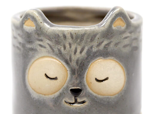 Maceta animal 207 11x13 cm mapache grande gris detalle