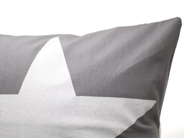 Funda 40×40 gris estrella blanca detalle 2