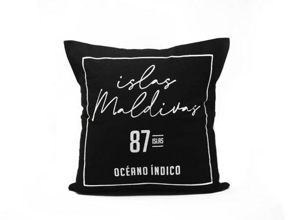 Funda 40×40 maldivas negro y blanco