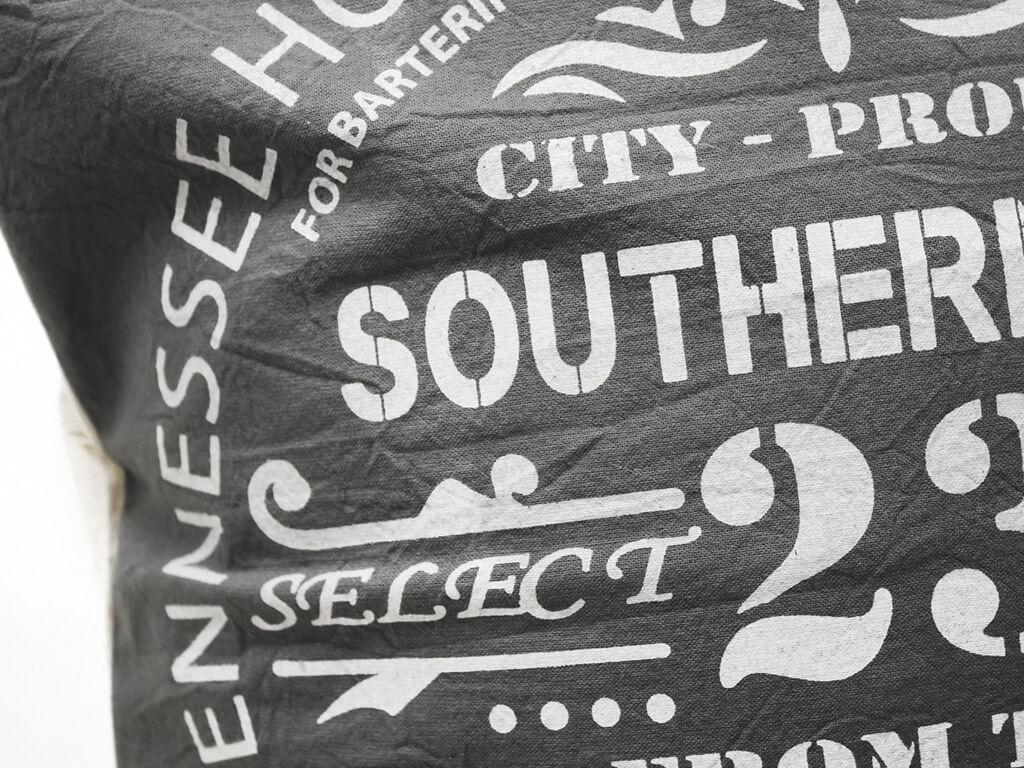 Funda 40×40 southern 23 gris y blanco detalle