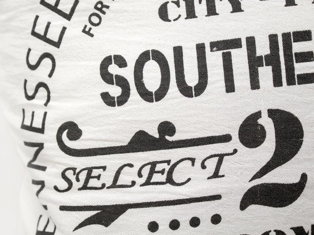 Funda 40×40 southern 23 natural y negro detalle